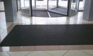 Брудозахисне підлогове покриття