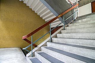 протиковзкі накладки на сходи